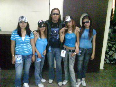 20110411232728-chikas-azules-editada.jpg