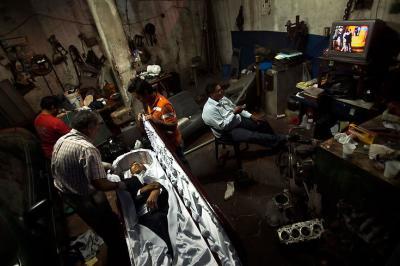 20110808004741-preparando-un-cadaver.4.jpg