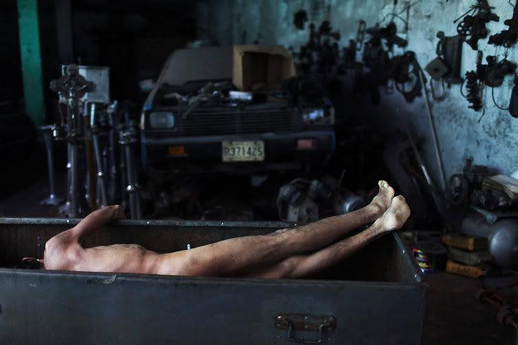 20110808004437-preparando-un-cadaver.2.jpg